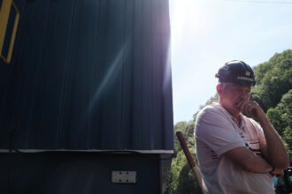 Long time coal miner Billy Griffith pauses while working at a coal prep plant on May 19, 2017 outside the city of Welch, West Virginia. Credit: Spencer Platt/Getty Images
